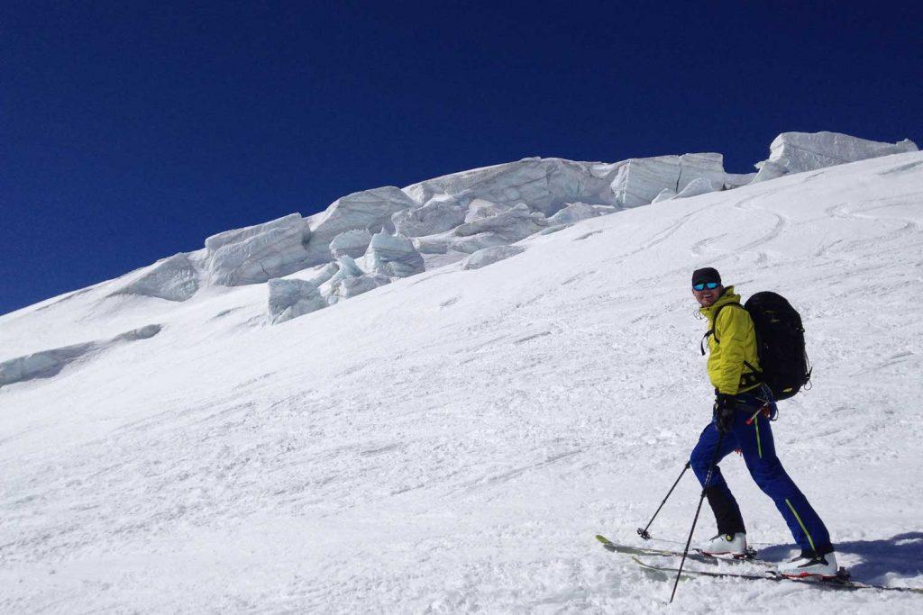 Haute-Route-Chamonix-Zermatt---Abfahrt-über-den-Tiefenmatten-Gletscher
