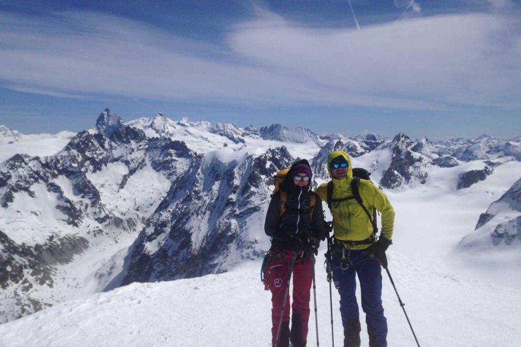 Haute-Route-Chamonix-Zermatt----Gipfel-Pigne-d´Arolla-mit-Blick-zum-Matterhorn