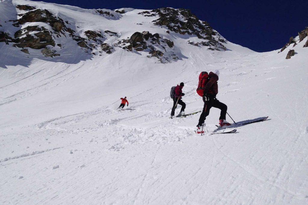 Skihochtourenkurs---Begehen-und-Befahren-von-Übergängen-in-den-Hohen-Tauern