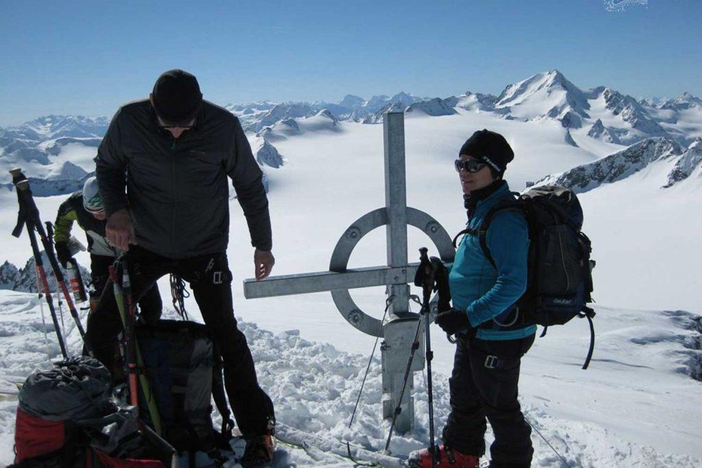 Skihochtourenkurs---Fluchtkogel-Gipfel-in-den-Ötztaler-Alpen