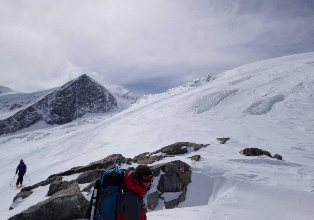 Skiroute-Hoch-Tirol---Abfahrt-zur-Neuen-Prager-Hütte-über-den-Oberen-Keesboden