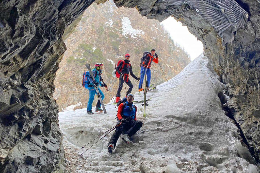 Skiroute-Hoch-Tirol---Tunnel-am-Kalser-Tauernhaus