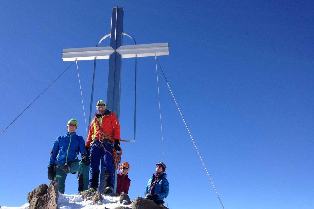Skitour-Ötztaler-Wildspitz---Gipfelkreuz
