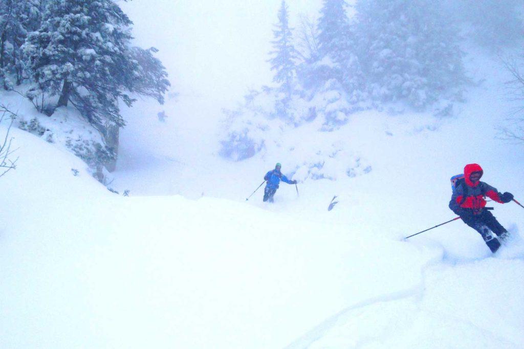 Skitour-Bayernduett-Teil-2----Spitzingseegebiet-Abfahrt-vom-Rotwandhaus-nach-Osterhofen