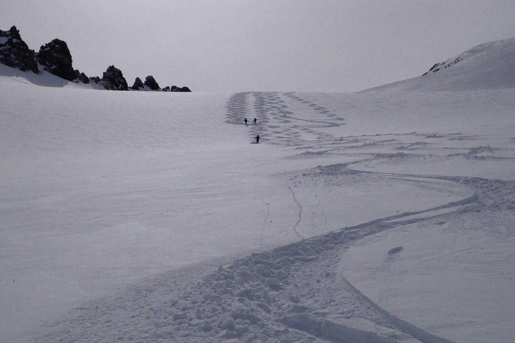 Skitour-Piz-Palü---Abfahrt-Richtung-Bovalhütte