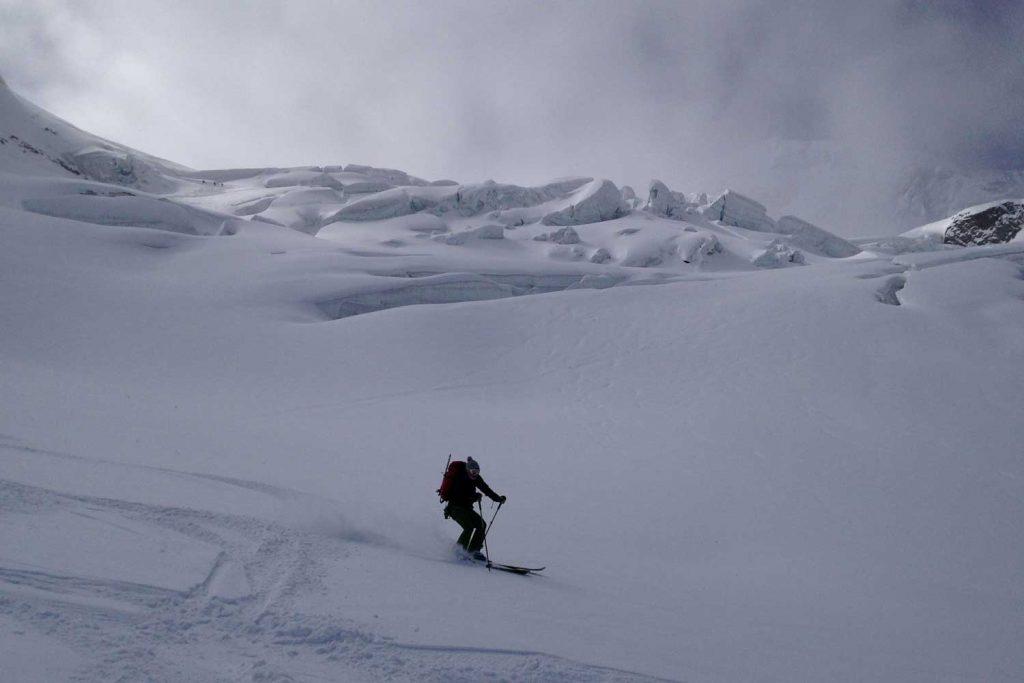 Skitour-Piz-Palü---Abfahrt-am-Pers-Gletscher