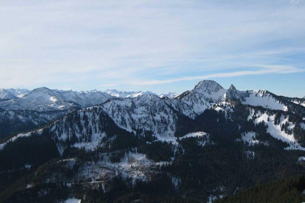 Skitour-für-Einsteiger-im-Spitzingseegebiet---Blick-Richtung-Österreich