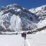 Skitouren-im-Lesachtal---Gruppe-auf-Skitour