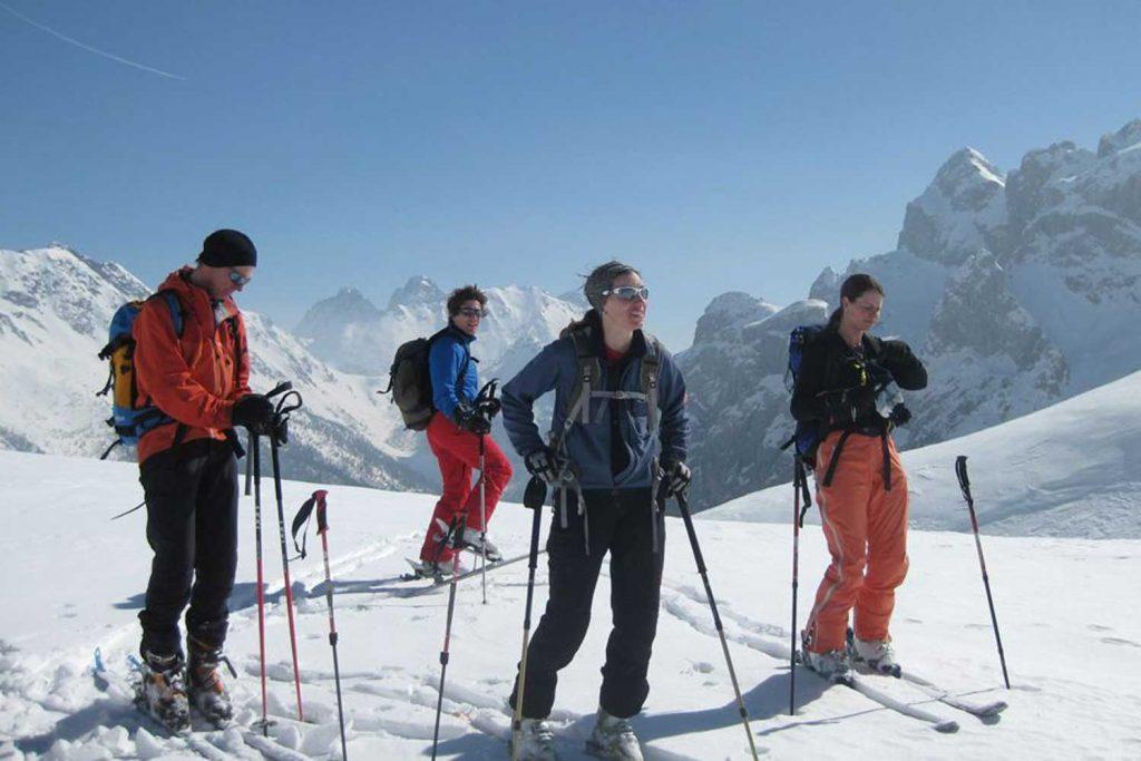 Skitouren-im-Lesachtal---Gruppe-beim-Aufstieg
