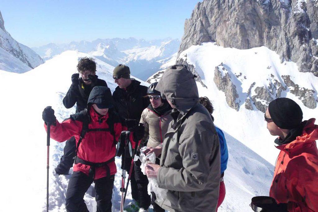 Skitouren-im-Lesachtal---Vorbereiten-zur-Abfahrt