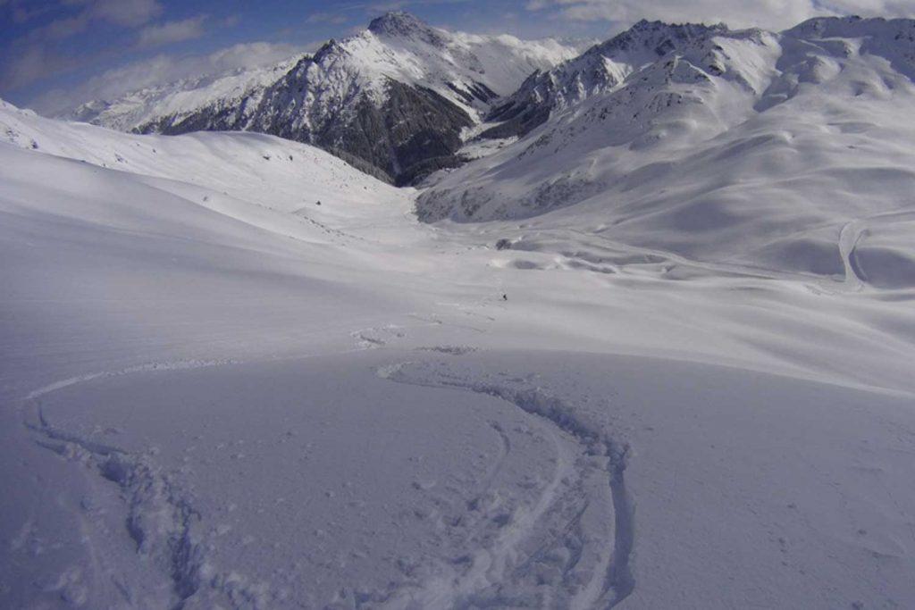 Skitouren-im-Montafon---Abfahrt-Richtung-Gargellen