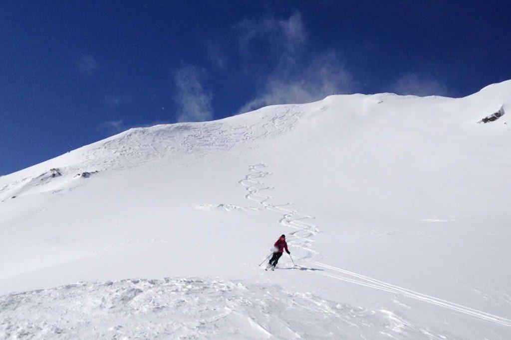 Skitouren-im-Montafon---Abfahrt-im-Powder