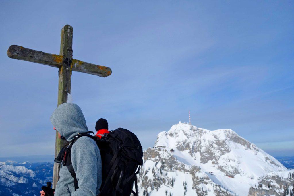Skitourenkurs-für-Einsteiger---Lacherspitz-mit-Blick-zum-Wendelstein