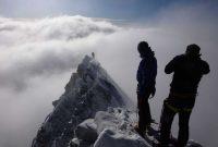 Großglockner-Normalweg-am-Gipfel-bei-Neuschnee