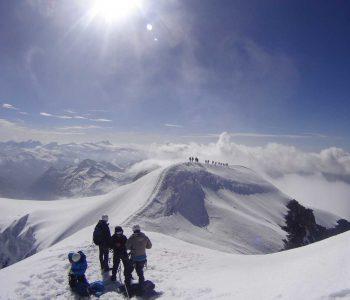 Großvenediger-Gipfel-mit-Blick-Richtung-Großglockner