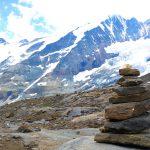 Hochtourenkurs-für-Fortgeschrittene---Steinmann-und-Bergsteiger-vor-der-Nordseite-des-Großglockners