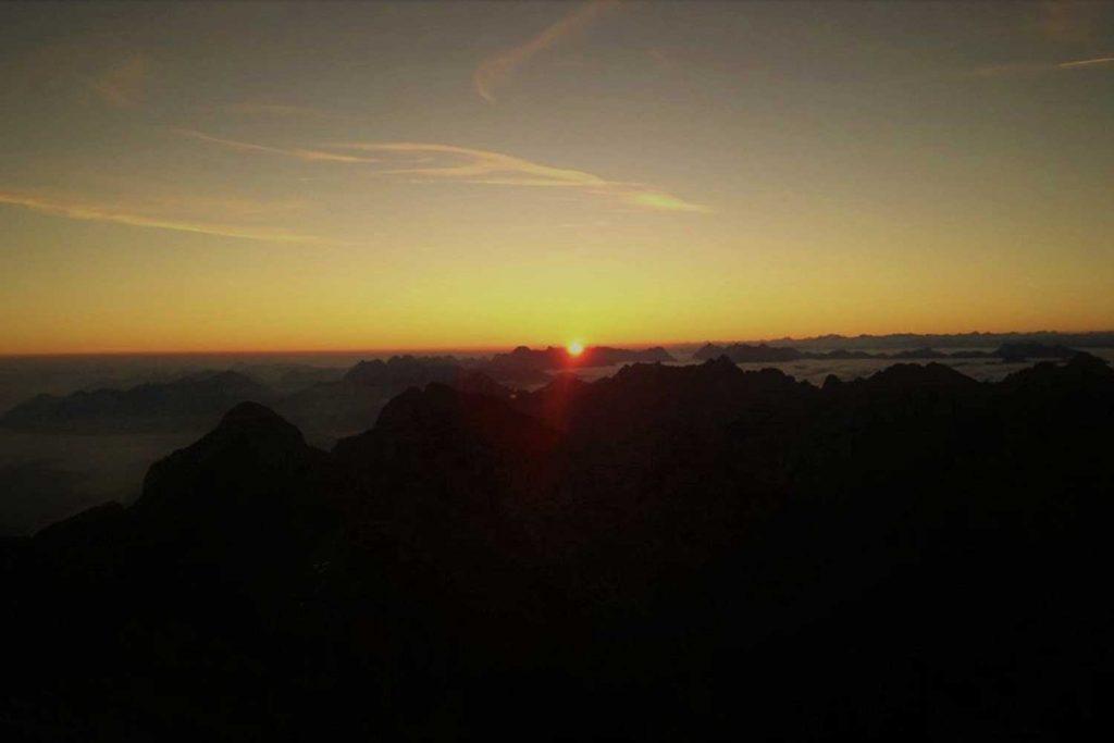 Jubiläumsgrat-Sonnenaufgang-auf-der-Zugspitze