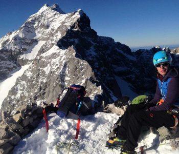 Jubiläumsgrat-im-Winter-Blick-Richtung-Zugspitze