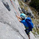 Klettern-an-der-Kampenwand---Querung-mit-Kletterer