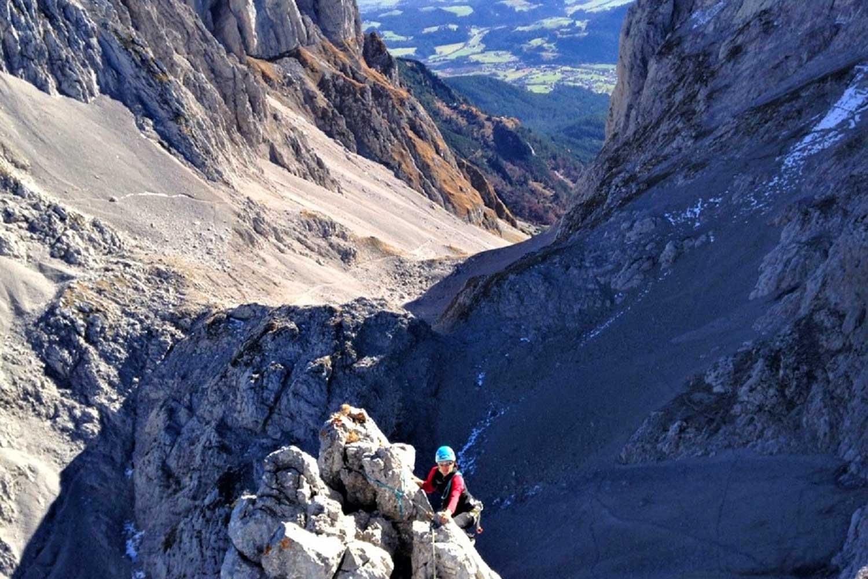 Klettern-im-Wilden-Kaiser---Gourmettage-Christaturm-mit-Blick-zum-Ellmauer-Tor