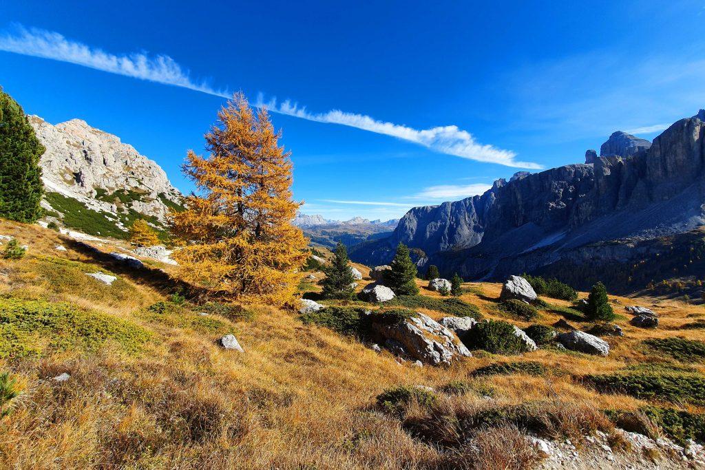 Klettern-in-den-Dolomiten---Herbststimmung