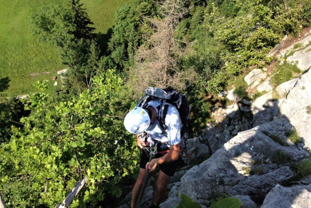 Klettern-mit-Bergstiefel---Abseilausbildung