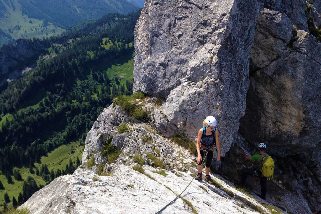 Klettern-mit-Bergstiefel---Kampenwand-Hauptgipfel
