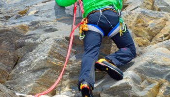 Klettern-mit-Bergstiefel---Klettern-im-Urgestein