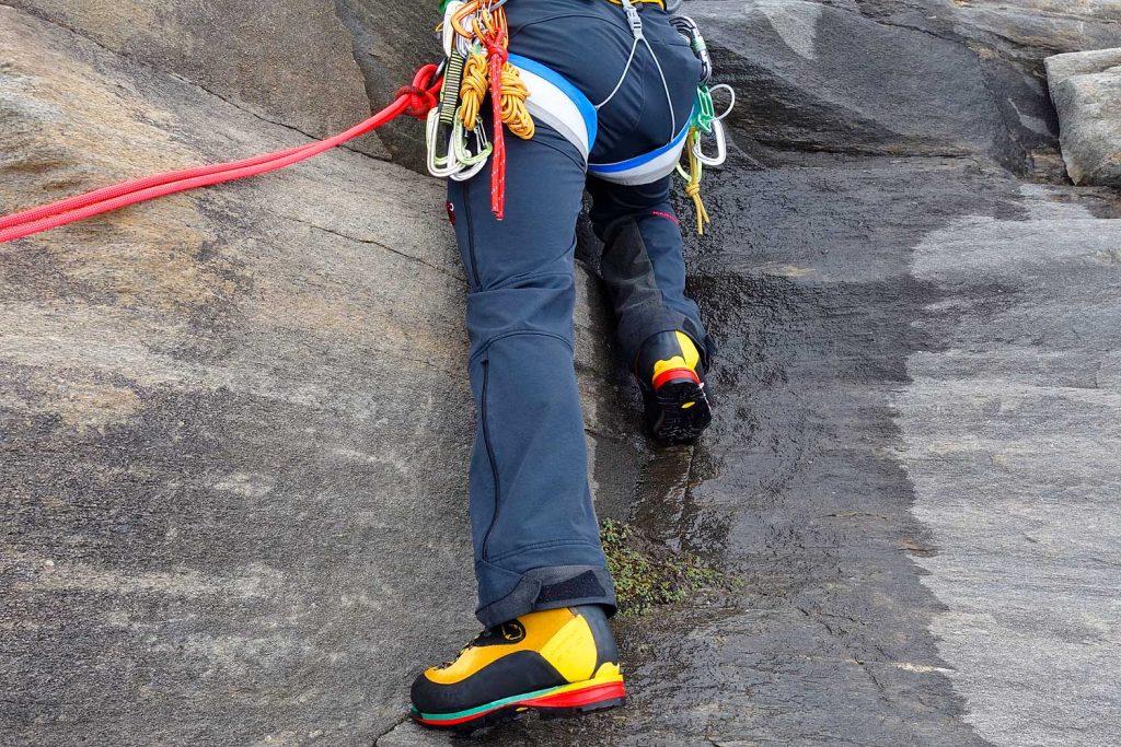Klettern-mit-Bergstiefel---Verschneidungskletterei