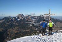 Lacherspitz-als-Winterwanderung---Kleiner-Thraiten-Gipfel-mit-Blick-zur-Lacherspitz