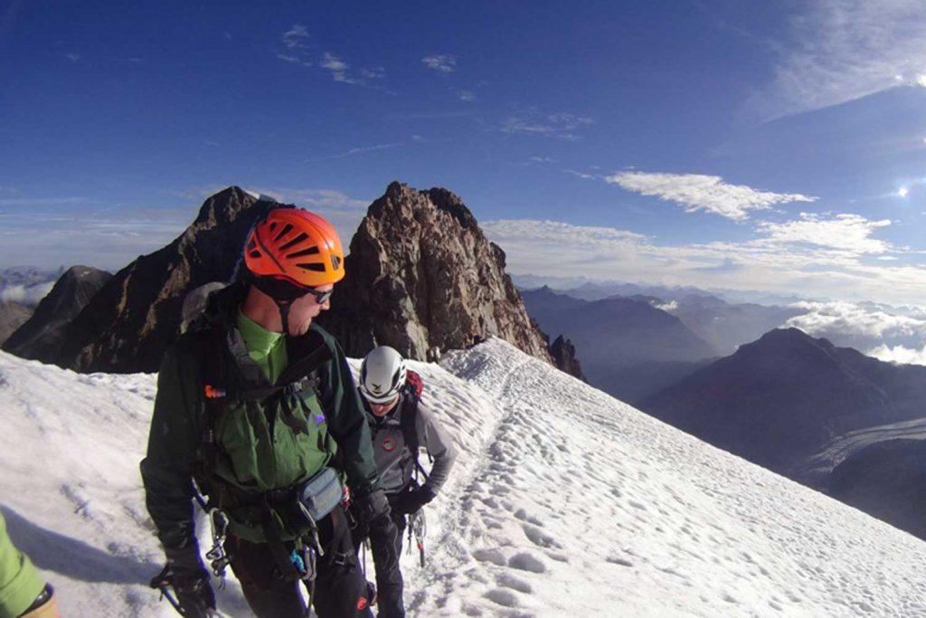 Piz Bernina mit Biancograt am Beginn Firngrat