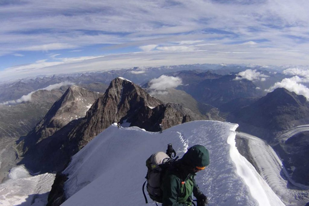 Piz Bernina mit Biancograt am Firngrat