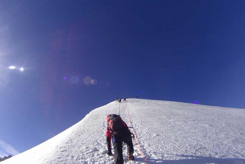 Piz Bernina mit Biancograt im Steilstück