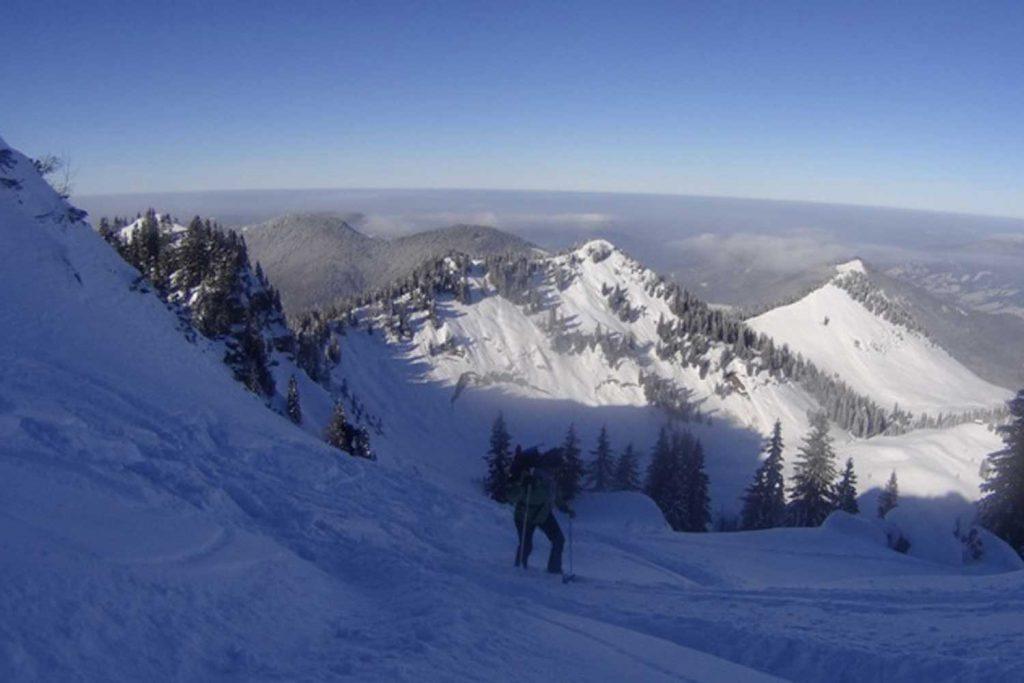 Schneeschuhtour-Rund-um-den-Spitzingsee---Anstieg-vom-Bodenschneidhaus-zur-Bodenschneid