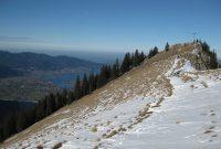 Schneeschuhtour-Rund-um-den-Spitzingsee---Bodenschneid-Gipfel-mit-Blick-zum-Tegernsee
