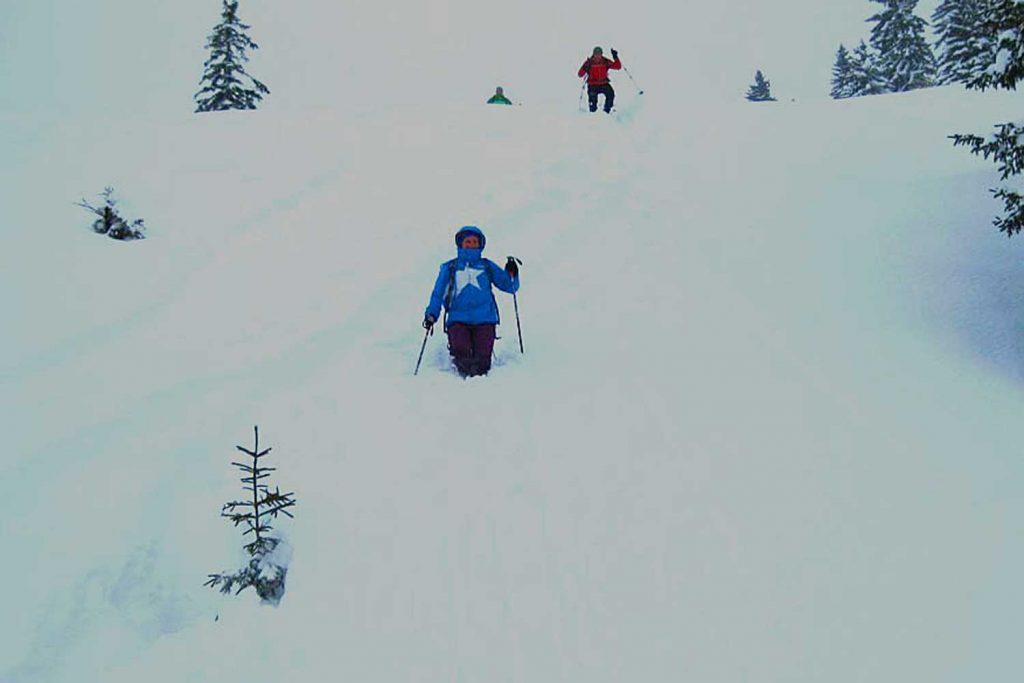 Schneeschuhtour-zum-Sonntagshorn---Abstieg-bei-bestem-Powder