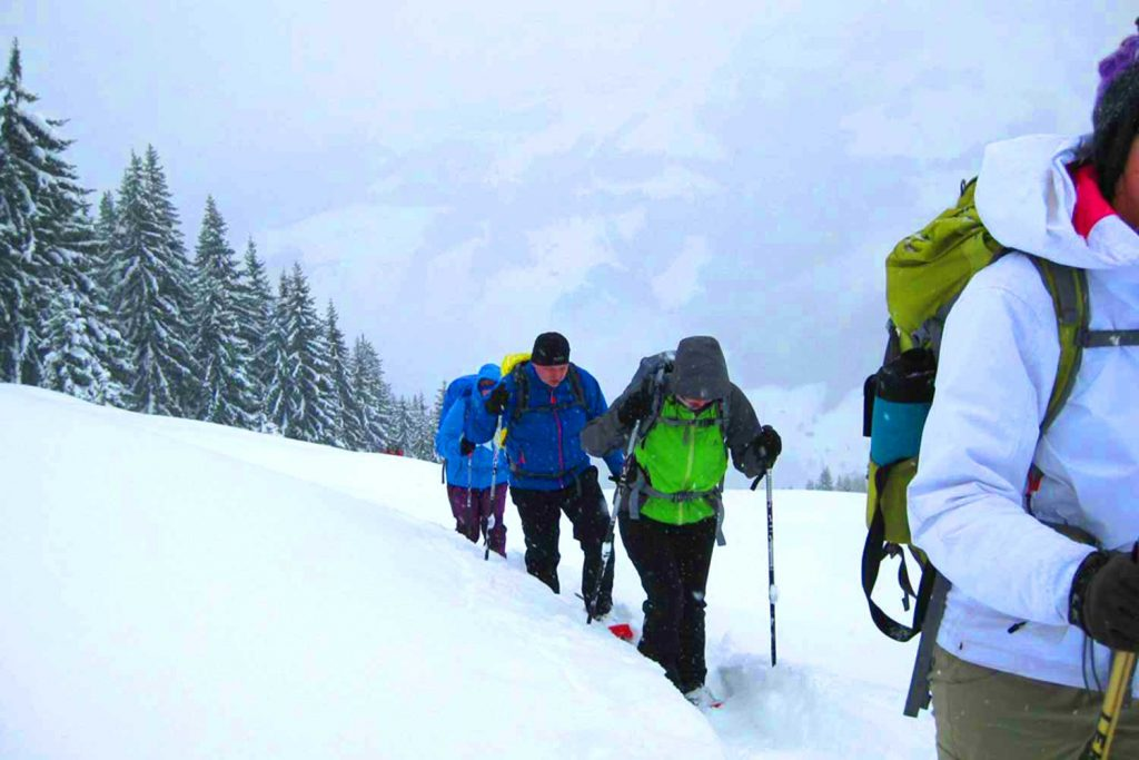 Schneeschuhtour-zum-Sonntagshorn---Anstieg-bei-Neuschnee