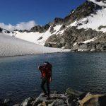 Wandern in der Silvretta - Bergsteiger am Gletschersee