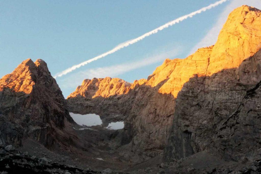 Wanderung-Durchquerung-der-Berchtesgadener-Alpen--Blick-von-der-Blaueishütte-zum-Hochkalter