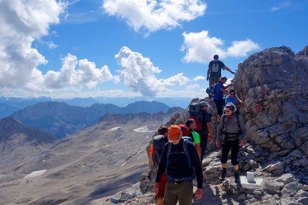 Wanderung-durchs-Reintal-auf-die-Zugspitze---Am-Rücken-kurz-vor-der-Zugspitze