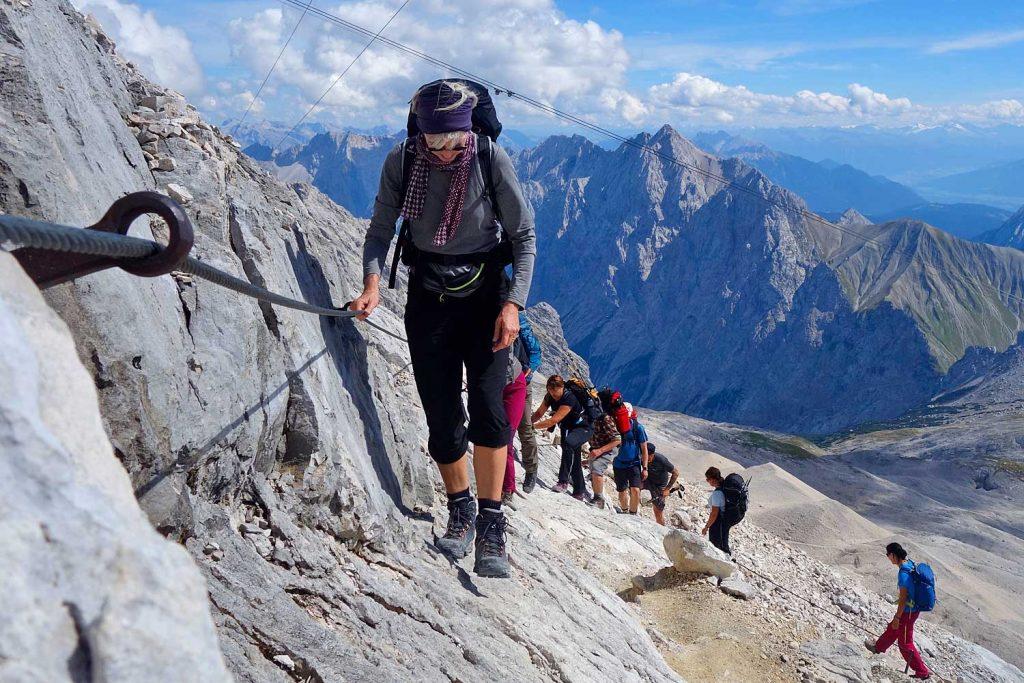 Wanderung-durchs-Reintal-auf-die-Zugspitze---Anstieg-zum-Zugspitzgipefl-im-versicherten-Steig