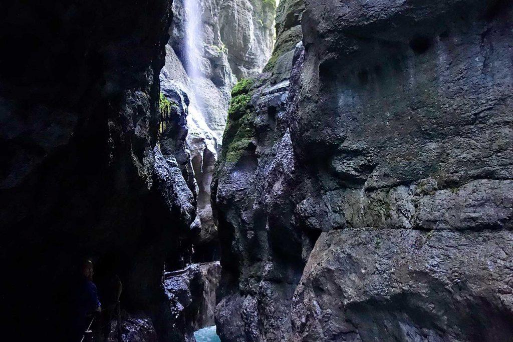 Wanderung-durchs-Reintal-auf-die-Zugspitze---In-der-Partnachklamm