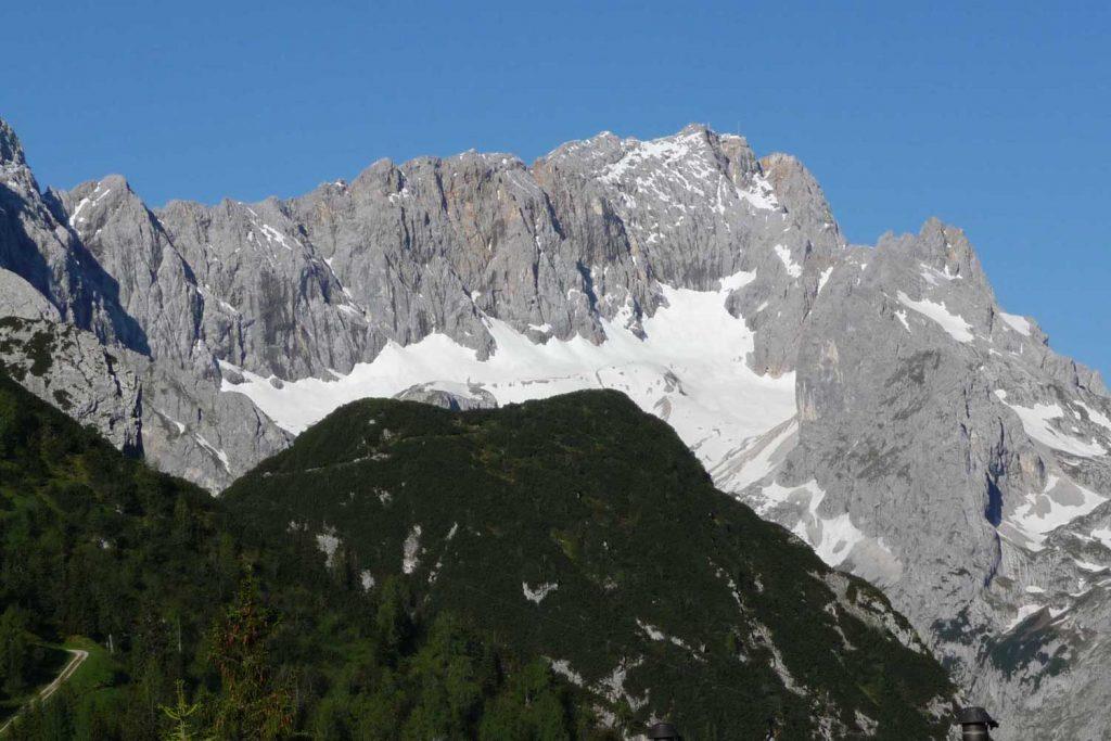 Wanderung-in-4-Tagen-durchs-Wetterstein--Blick-zur-Zugspitze