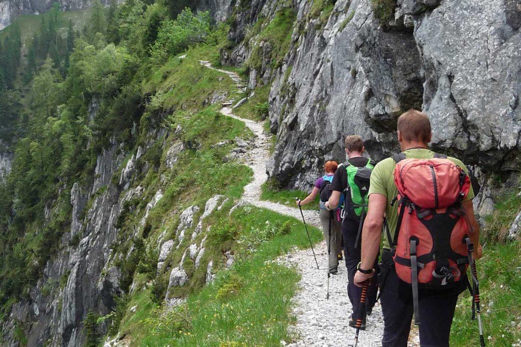 Wanderung-in-4-Tagen-durchs-Wetterstein--Interessante-Wegeam-Bernadeiensteig