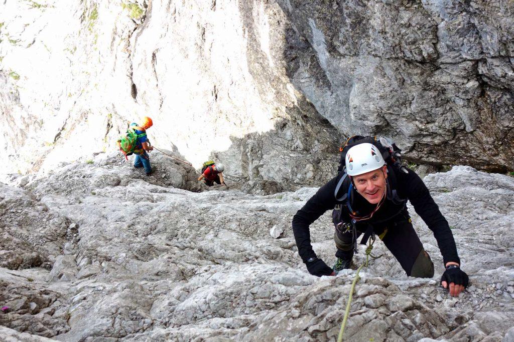Watzmann-Ostwand---Bergsteiger-in-der-Rampe