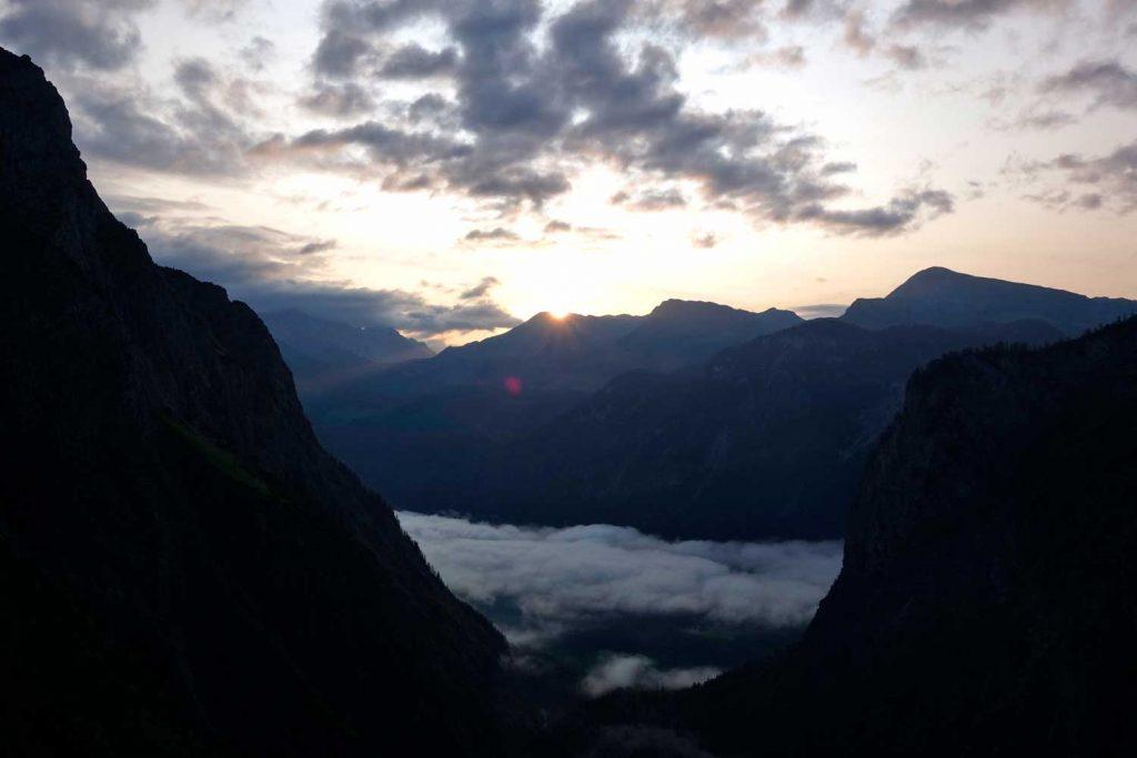 Watzmann-Ostwand---Sonnenaufgang-im-Schuttkar