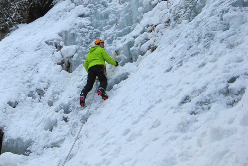 Eiskletterkurs-für-Einsteiger---Erster-Vorstieg