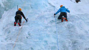 Eiskletterkurs-für-Einsteiger---Top-Rope-Klettern