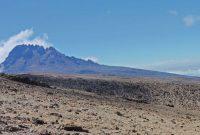 Kilimanjaro----Gipfeltag---Abstieg-unterhalb-Stella-Point-in-Richtung-Barafu-Camp---Blick-zum-Mawenzi-5148m