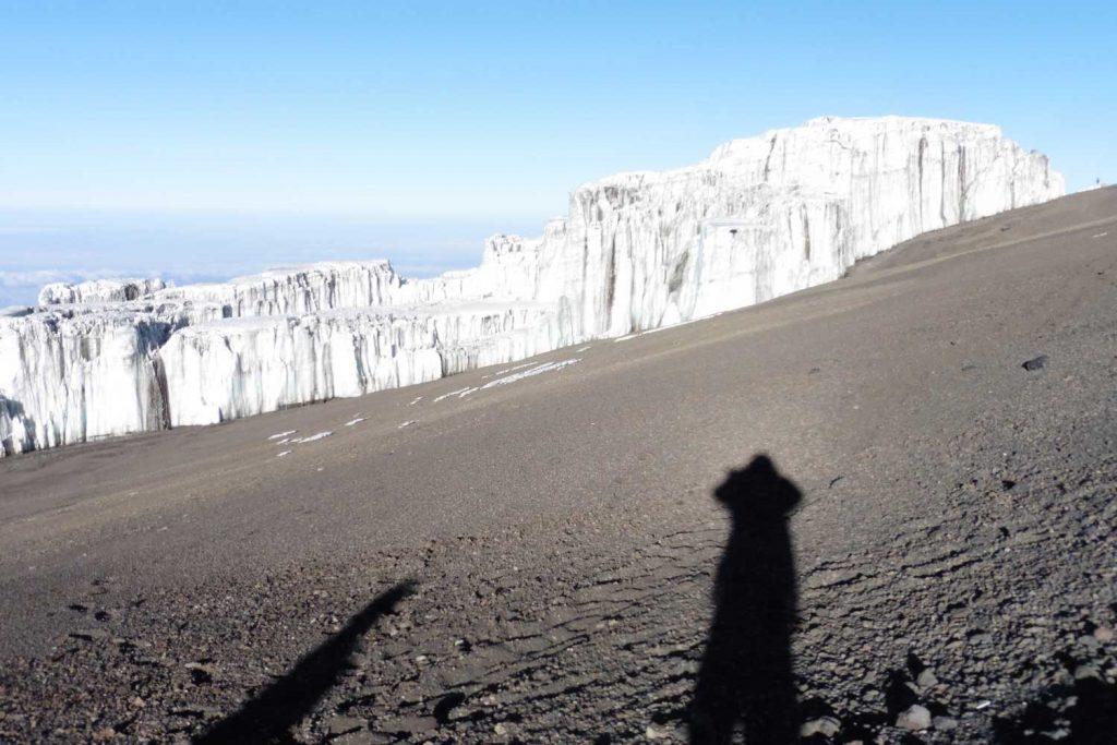 Kilimanjaro----Gipfeltag---an-den-Gletschern-des-Southern-Icefield-vorbei